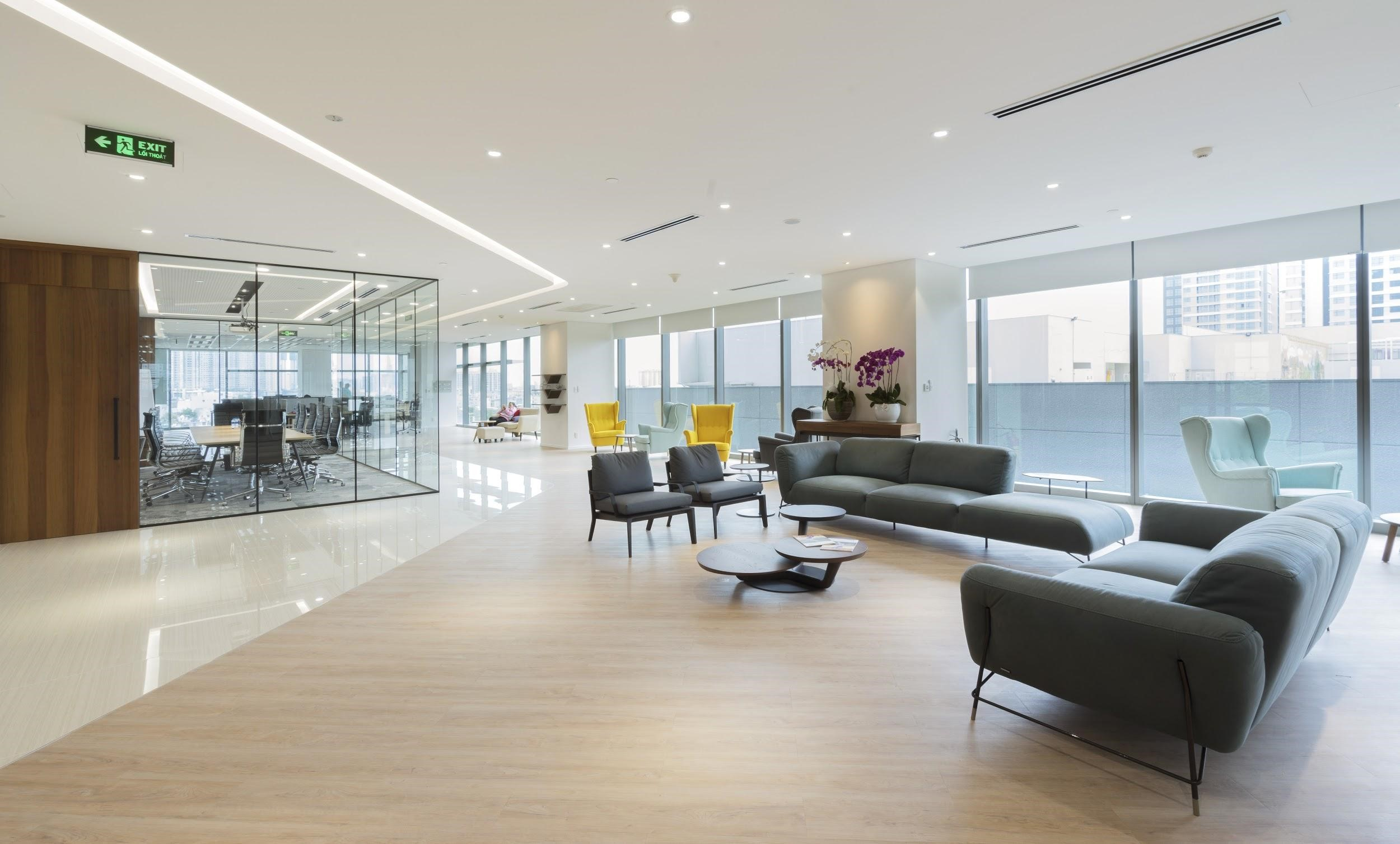 A multi-functional open space serving both staff brainstorming and customer greeting