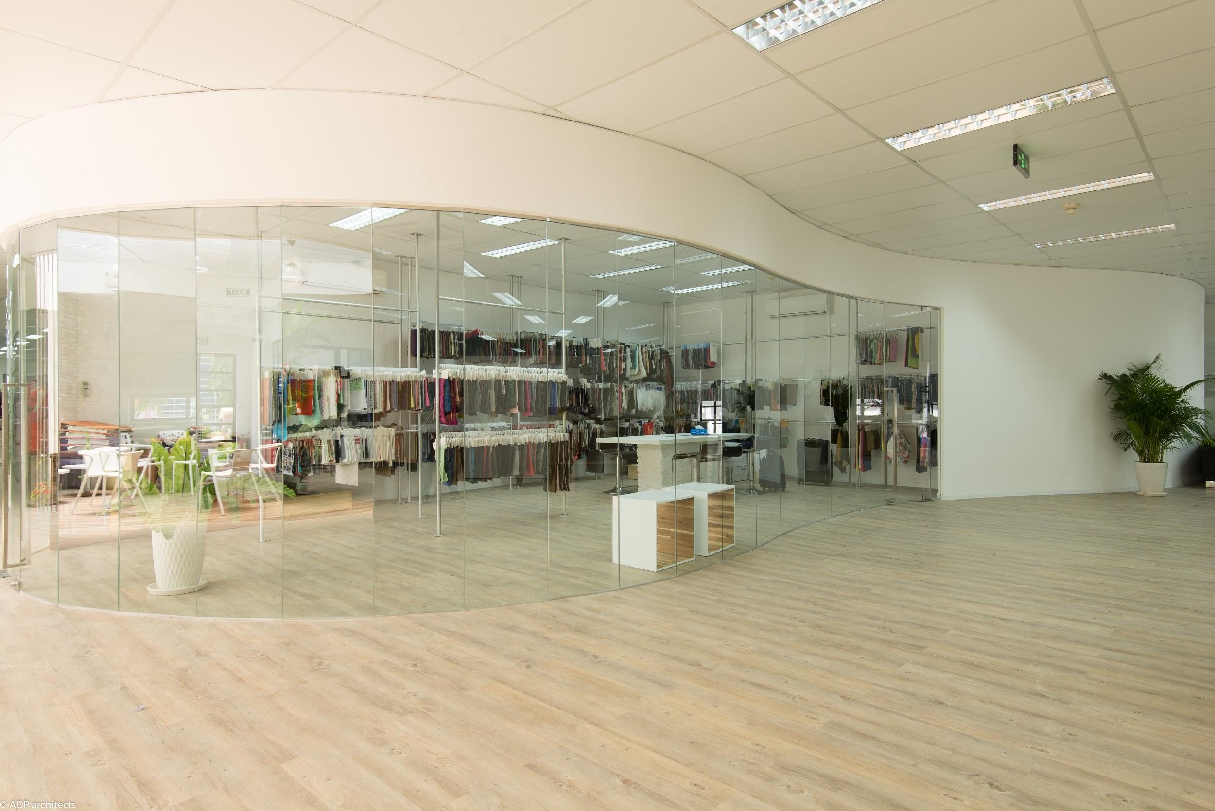 A large showroom that accommodates diverse product exhibitions and prototype review
