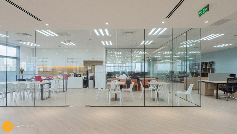 Amazing area extension effect of glass walls